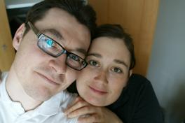 2009-02-15-2107_Hele familien i Tasiilaq_Maritha Eugenius Labansen