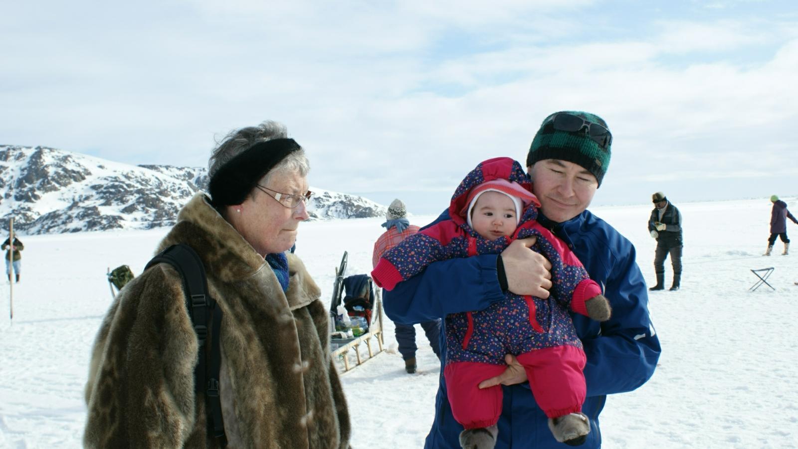 2009-04-05-1525_-_Jesper Eugenius Labansen; Qupanuk Eugenius Labansen; Ruth Labansen