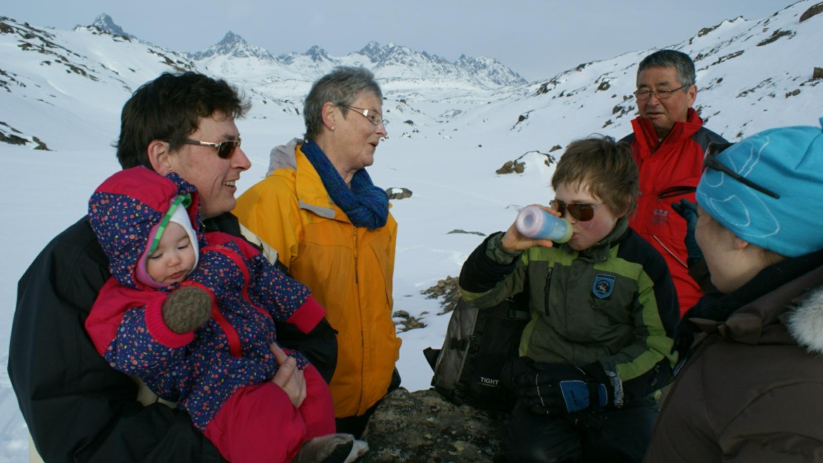 2009-04-06-1612_-_Maritha Eugenius Labansen; Qupanuk Eugenius Labansen; Ruth Labansen; Søren Labansen
