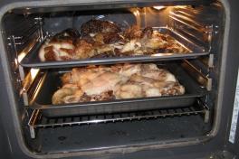 Moskusfedt ved at blive smeltet i ovnen