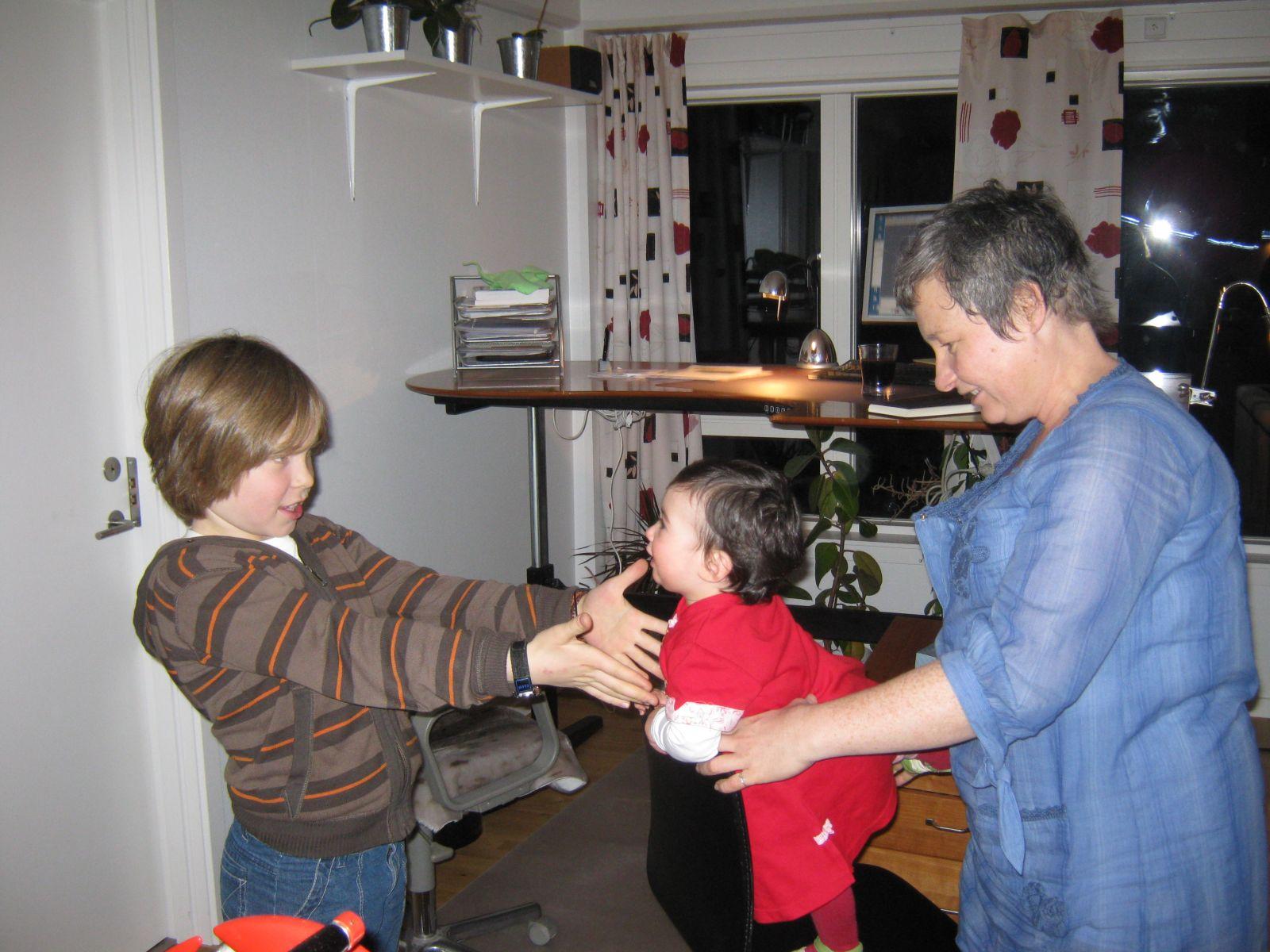 2009-10-31-1833_Mette Labansen; Qupanuk Eugenius Labansen; Rumle Labansen