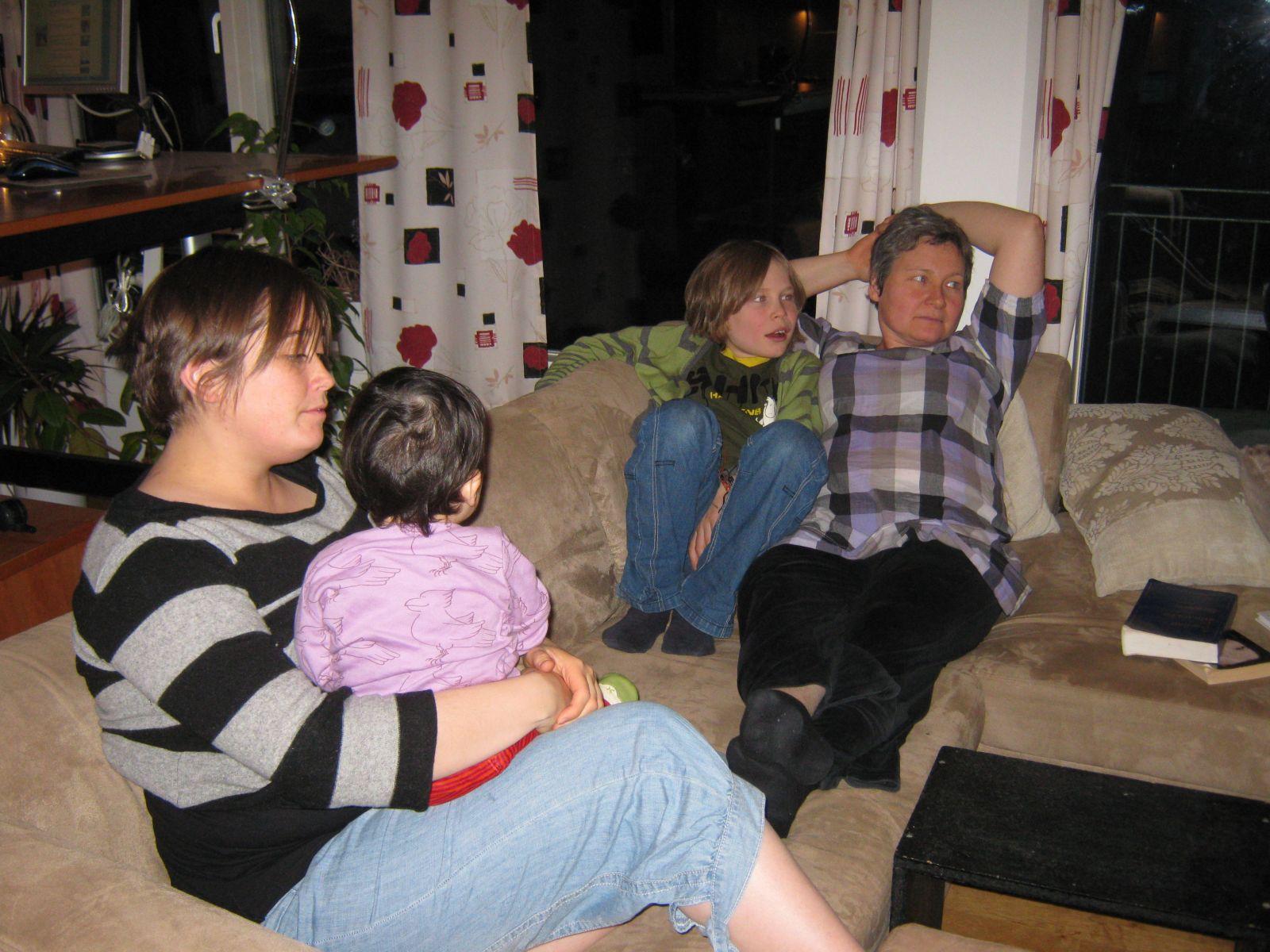 2009-11-03-1904_Maritha Eugenius Labansen; Mette Labansen; Qupanuk Eugenius Labansen; Rumle Labansen