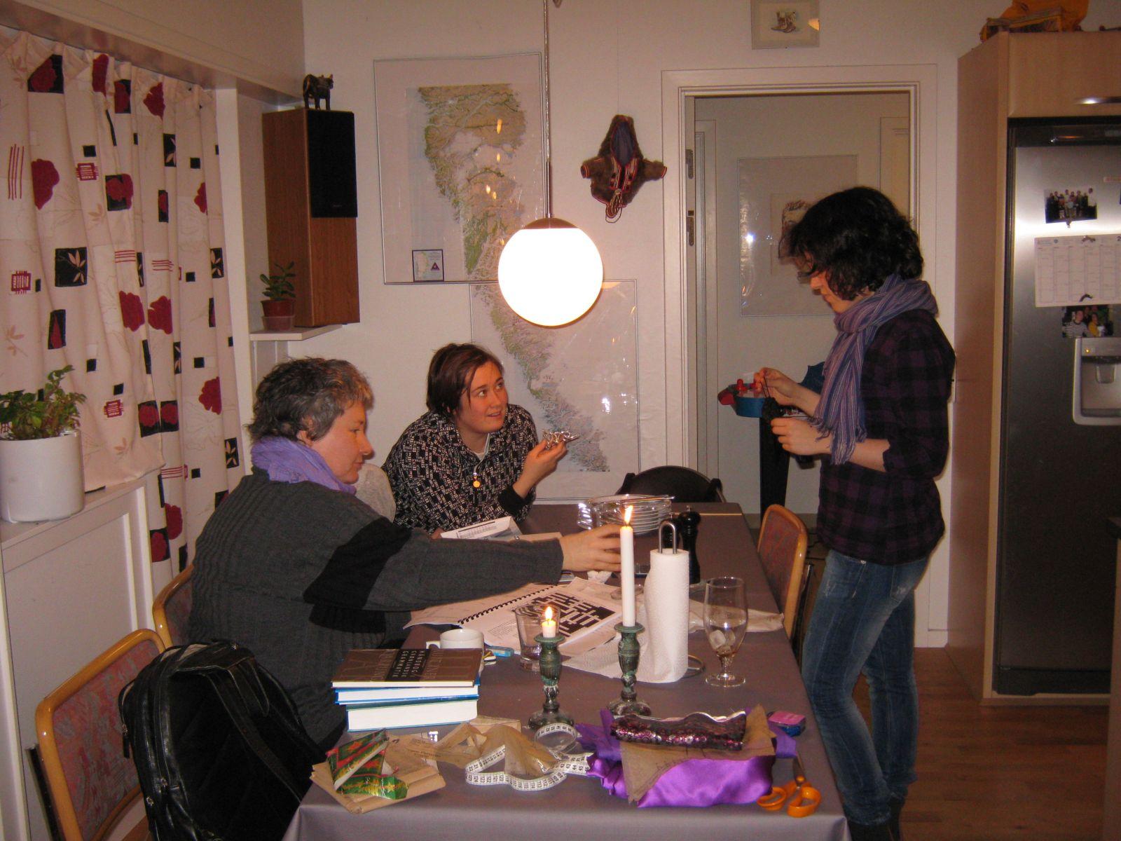 2010-01-26-1756_-_Ivalo Lynge Labansen; Maritha Eugenius Labansen; Mette Labansen