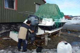 2010-04-03-1508_Bådklargøring - Alu og Braj_Bådklargøring; Gunnar _Alu_ Petrussen_2