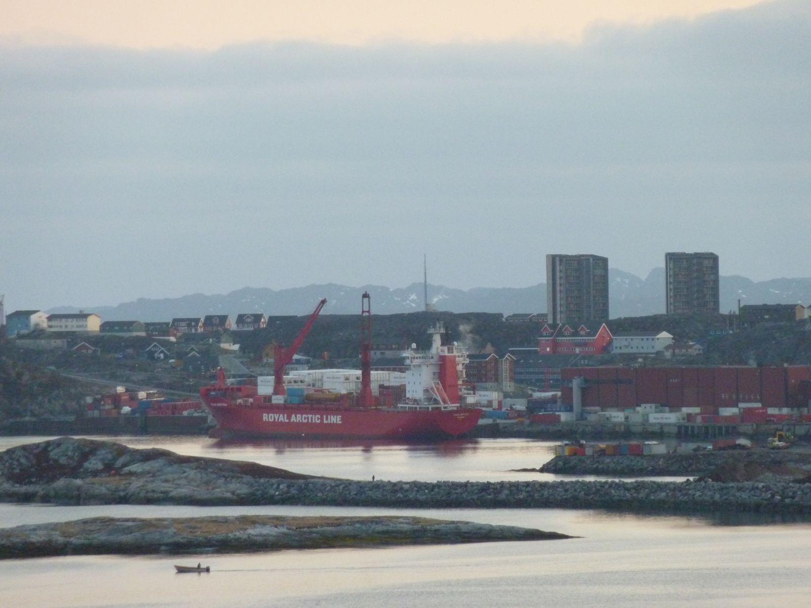 Ral-skib og havn