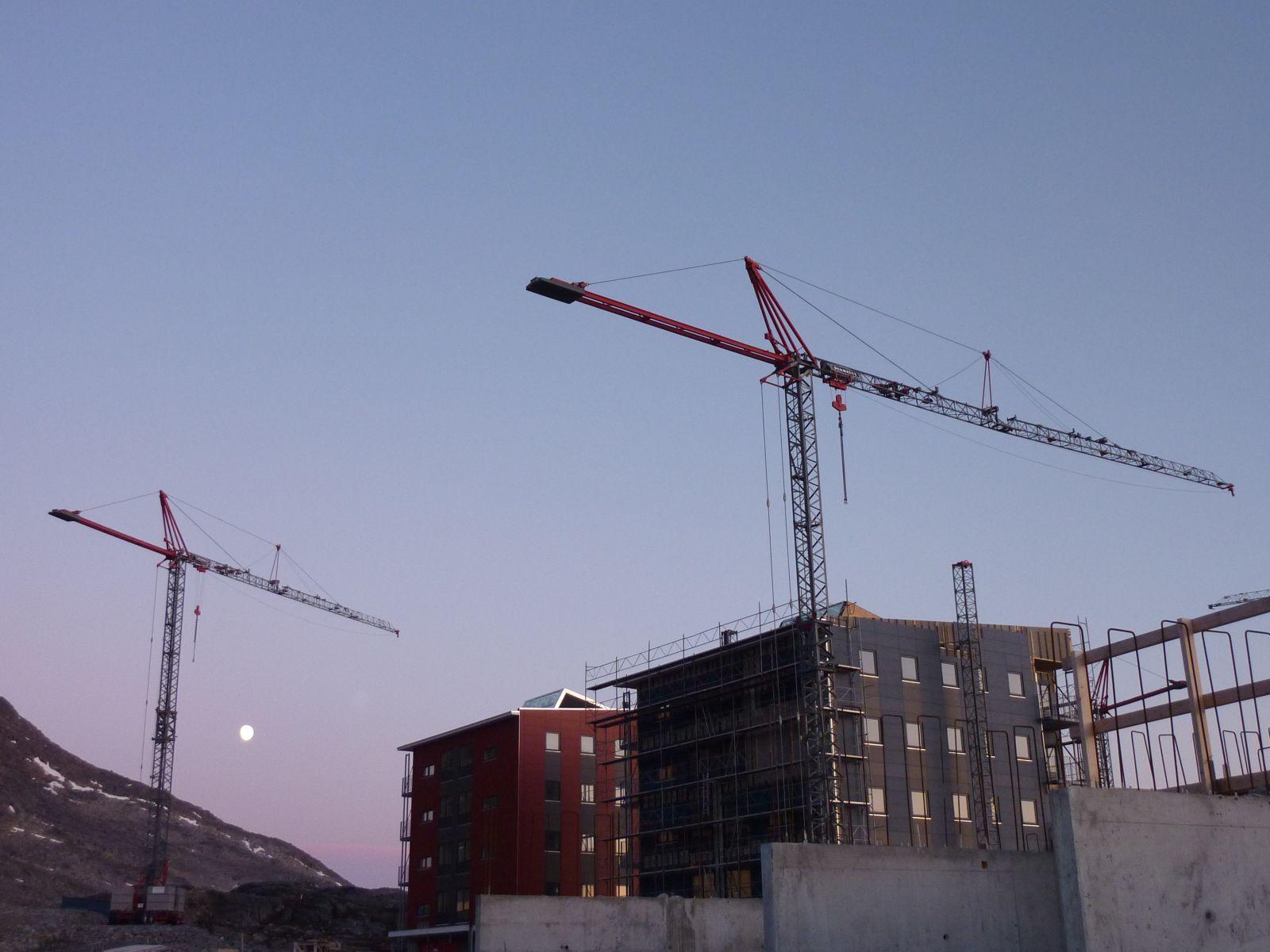 2010-05-24-2330_-_Byggekran; Månen