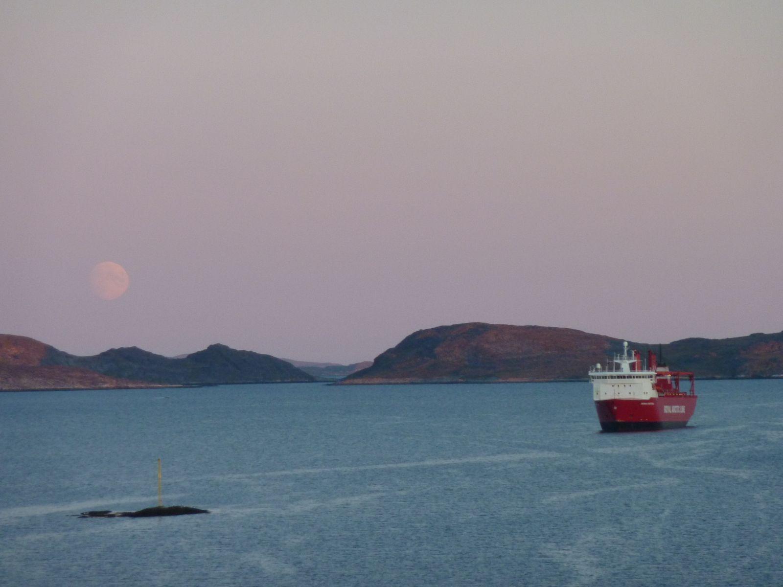 2010-06-23-2343_-_Månen; Ral-skib
