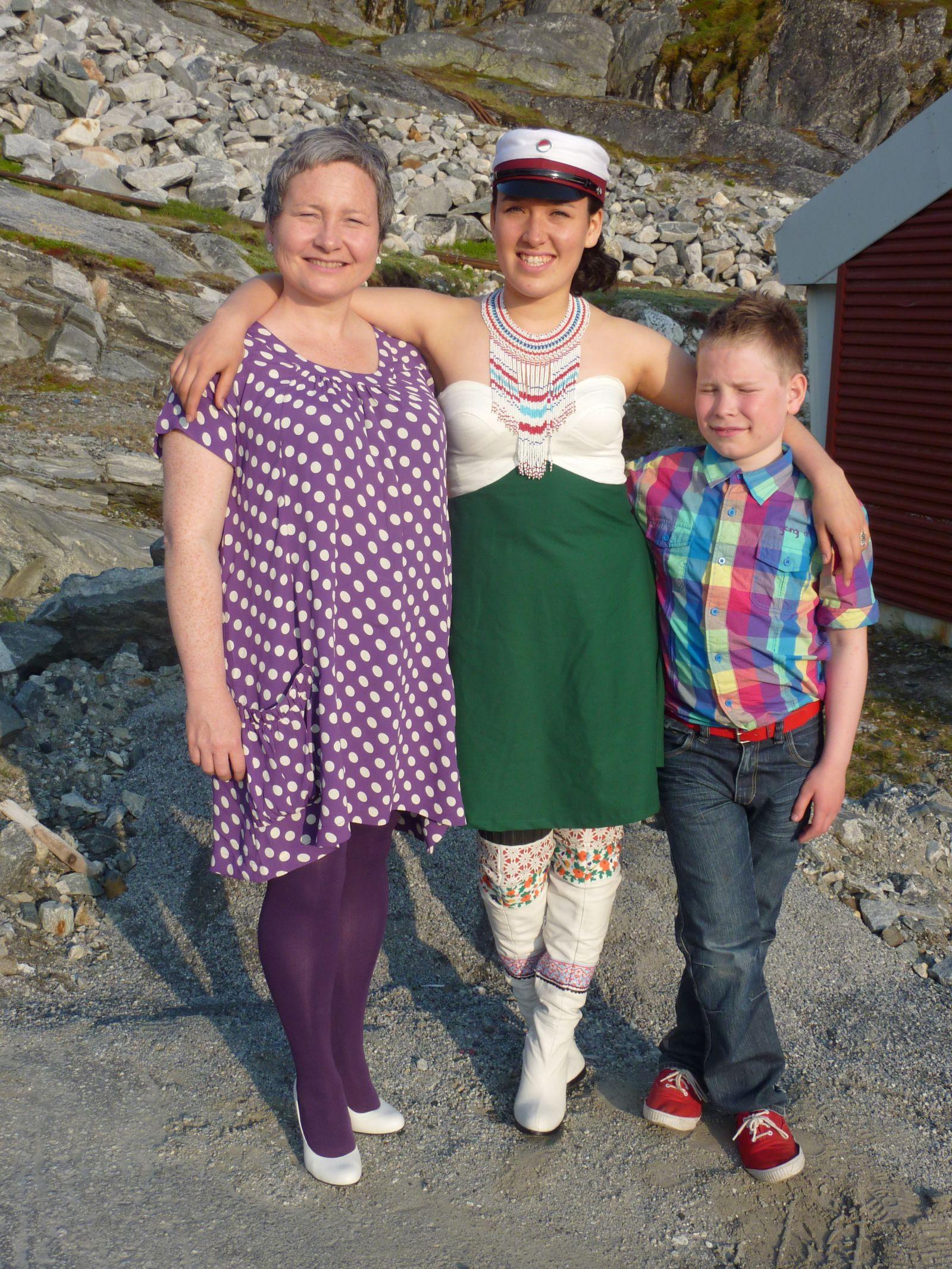 Dimissionsfest i Nuuk Mette Labansen, Ivalo Lynge Labansen og Rumle Labansen