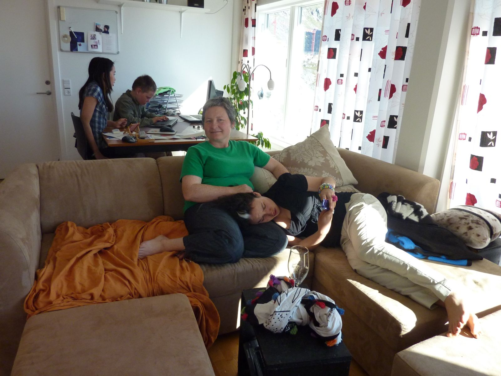 2010-07-06-1827_-_Arnannguaq Labansen; Ivalo Lynge Labansen; Mette Labansen; Rumle Labansen