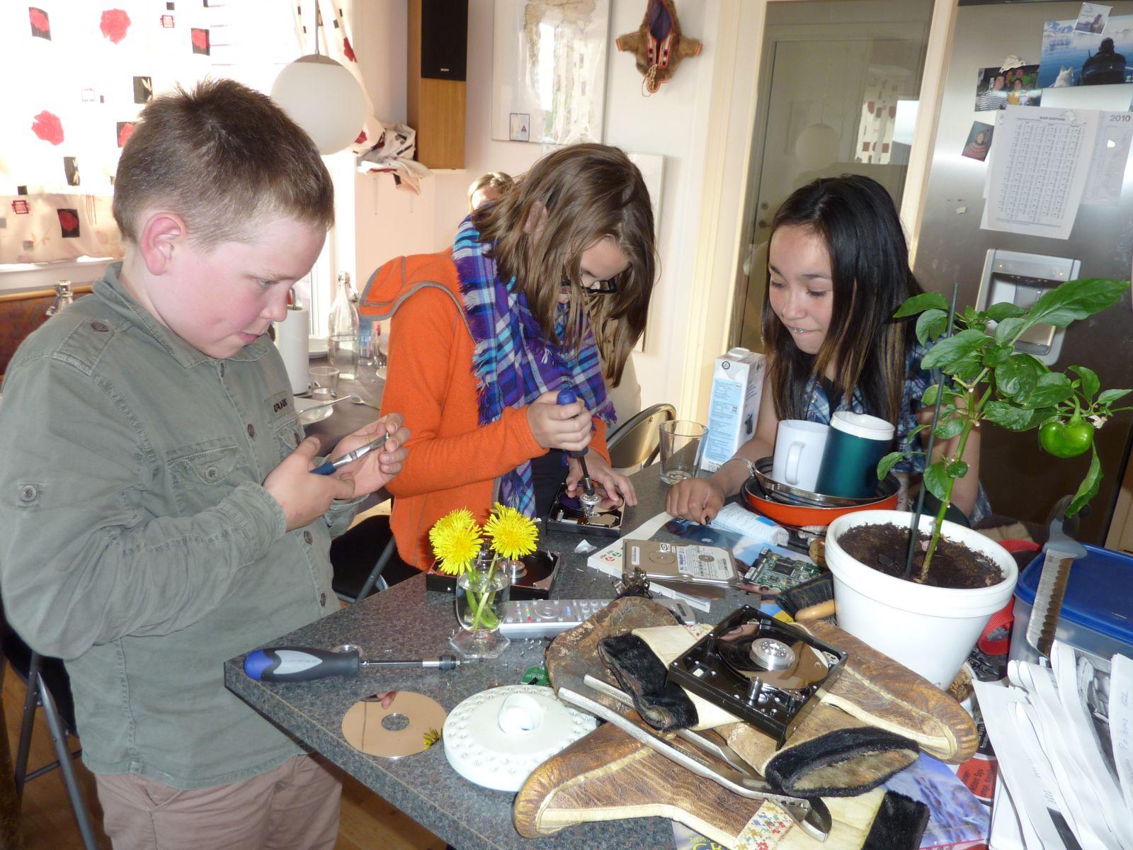 2010-07-06-2011_-_Arnannguaq Labansen; Rosalia Stenbakken; Rumle Labansen