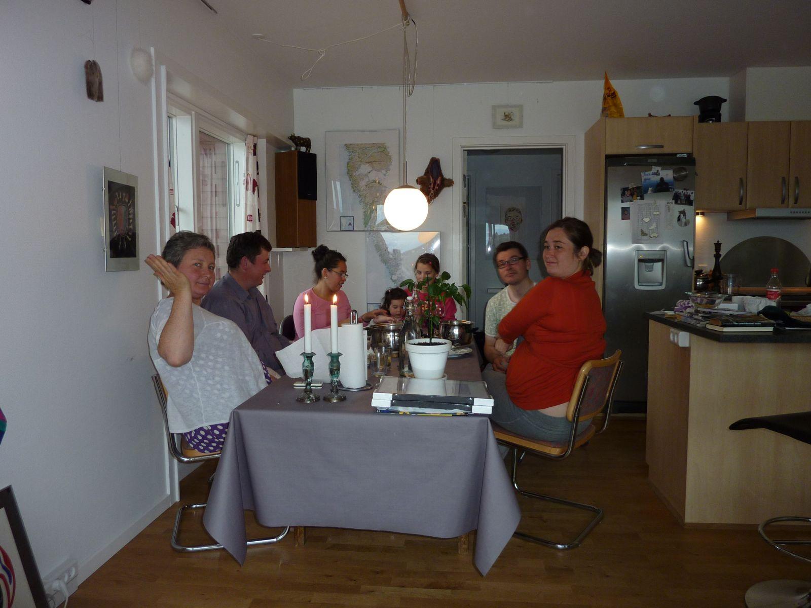 2010-07-29-1904_-_Jesper Eugenius Labansen; Maritha Eugenius Labansen; Martha _Nuka_ Platou; Mette Labansen; Qupanuk _2