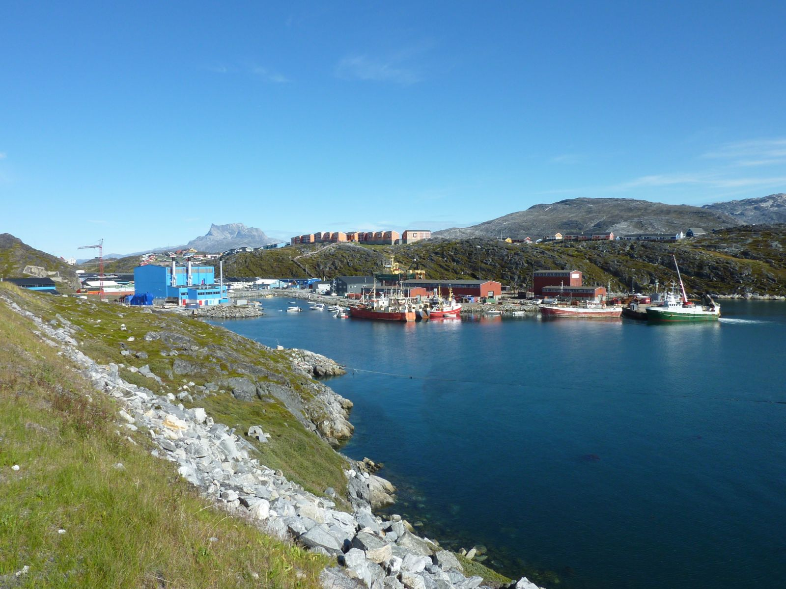 2010-08-31-1350_-_Havn; Sermitsiaq