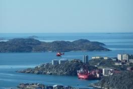 2010-08-19-1231_-_Bell 212; Helikopter; Nuuk Imeq; Ral-skib