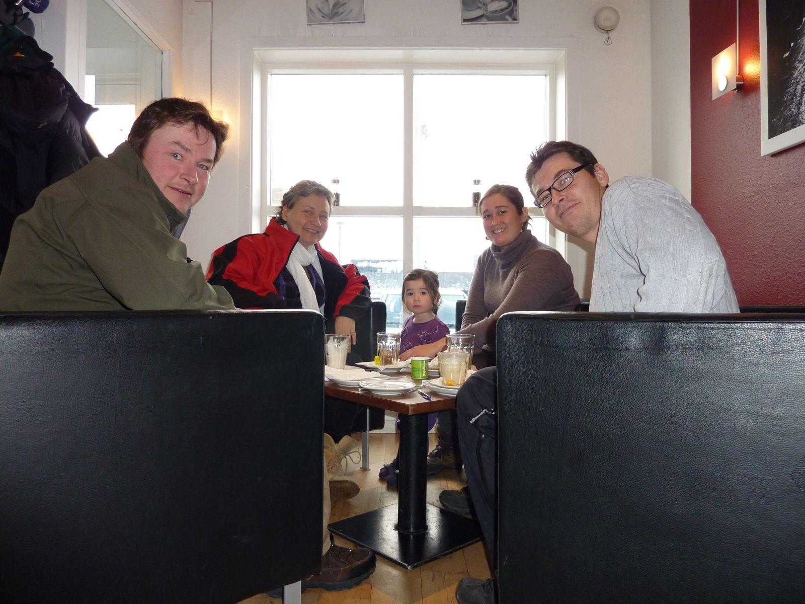 2010-11-20-1312_-_Jesper Eugenius Labansen; Maritha Eugenius Labansen; Mette Labansen; Qupanuk Eugenius Labansen; Sør