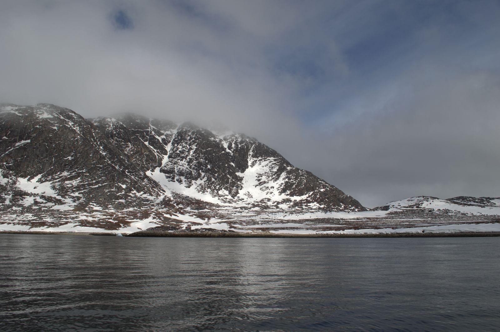 2014-05-16-1543_-_Gode_1_Timelapse-Nuuk-Buksefjord_2