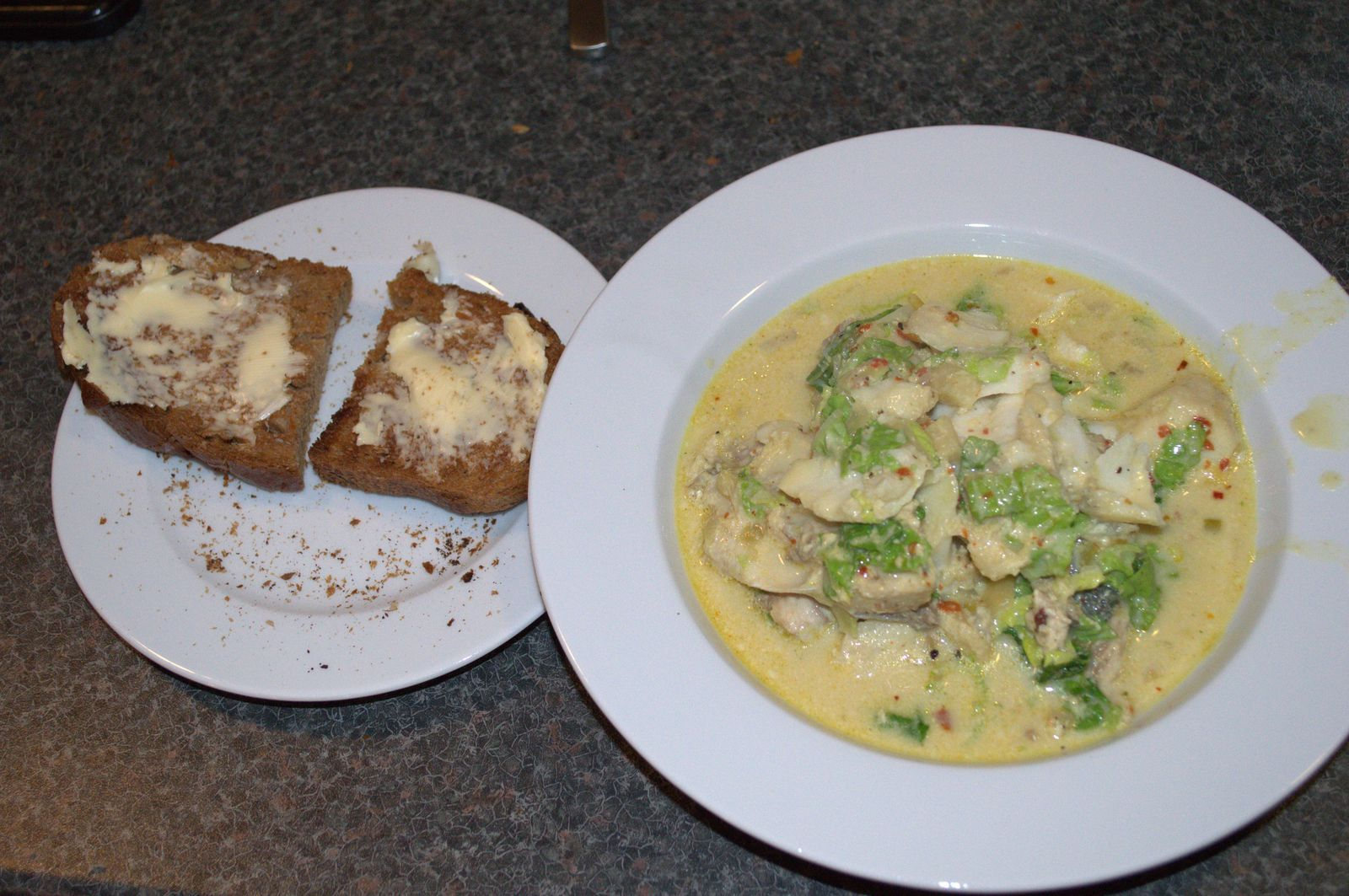 2014-09-15-2038_Fiskesuppe_med_ristet_broed_Mad
