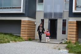 2015-08-13-1051_-_Linda Louise Hessler Isbosethsen; Mina Hessler Isobsethsen
