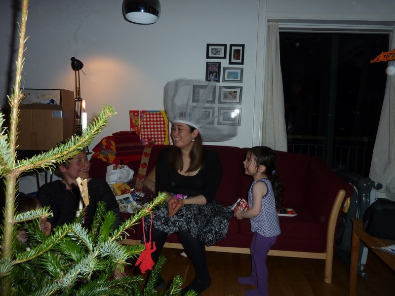 2011-12-24-2038_-_maritha_eugenius_labansen_mette_labansen_qupanuk_eugenius_labansen