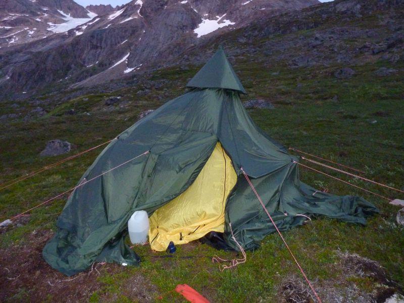 Alu og Co satte teltet forkert op
