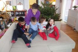 2012-12-24-1459_-_qupanuk_eugenius_labansen_theodora_eugenius_ukaleq_eugenius_labansen_yanick_steenholdt_2