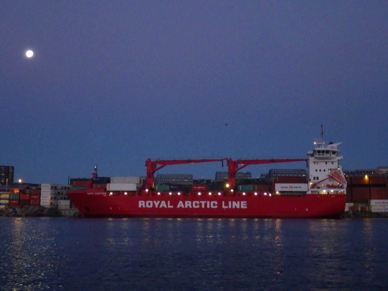2013-10-20-1101_-_gode_1_maanen_naja_arctica_ral-skib