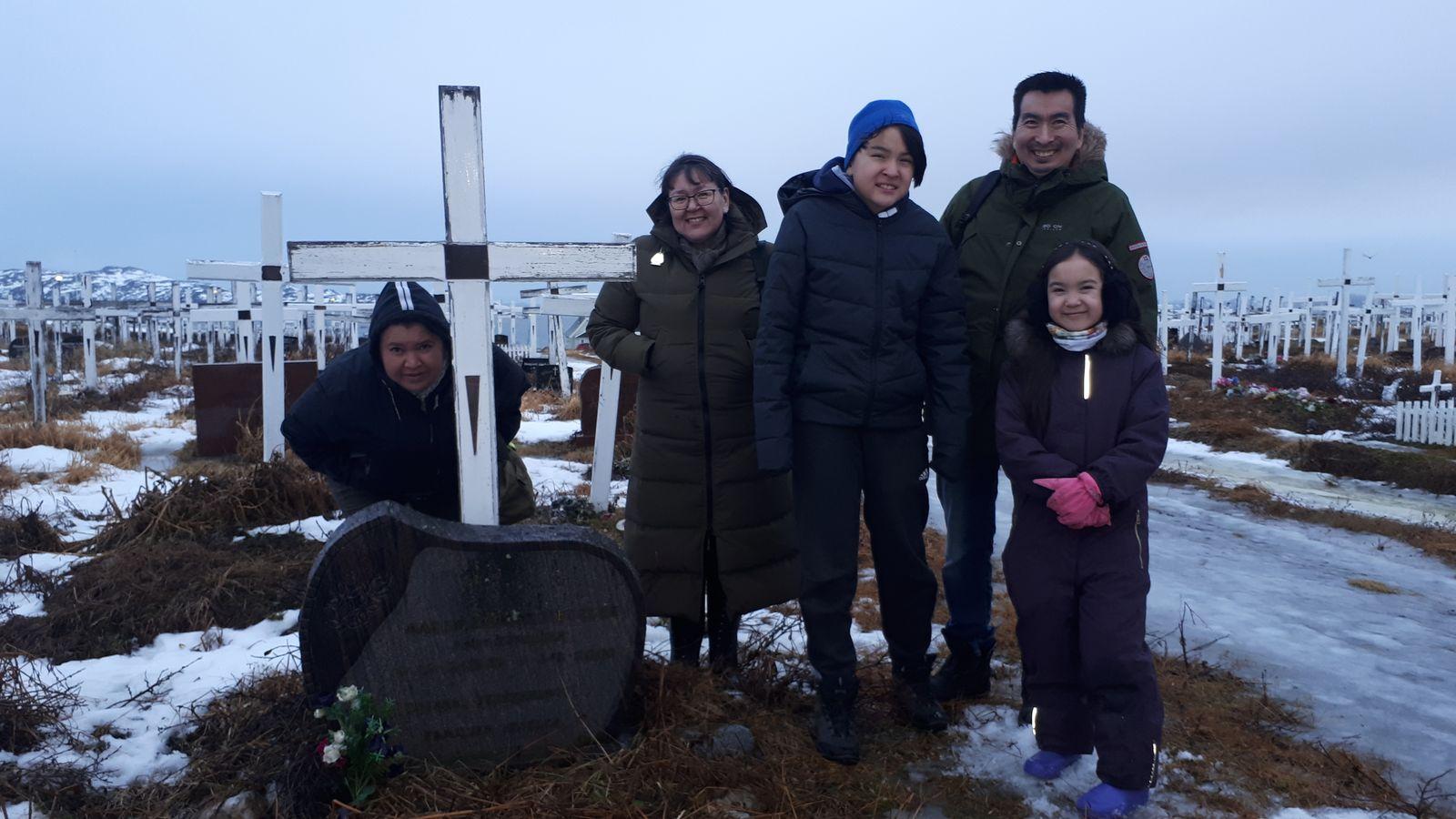 2018-12-24-1325_-_Anna Hessler Labansen; Linda Louise Hessler Isbosethsen; Mina Hessler Isobosethsen; Peter Isoboseth
