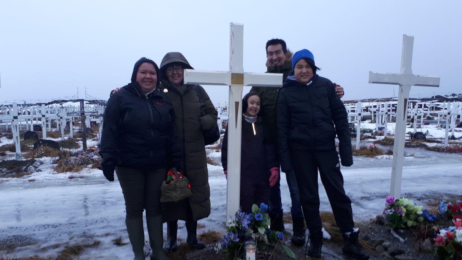 2018-12-24-1349_-_Anna Hessler Labansen; Linda Louise Hessler Isbosethsen; Mina Hessler Isobosethsen; Peter Isoboseth