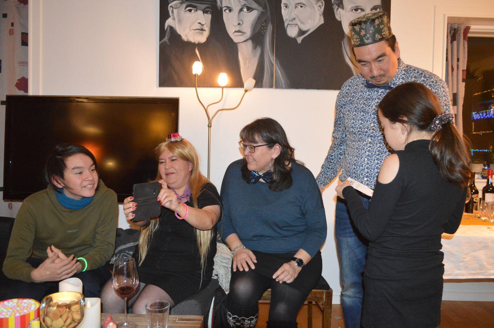 2019-12-31-2234_Anna-Hessler-Labansen-Linda-Louise-Hessler-Isbosethsen-Mina-Hessler-Isobosethsen-Peter-Isboseths