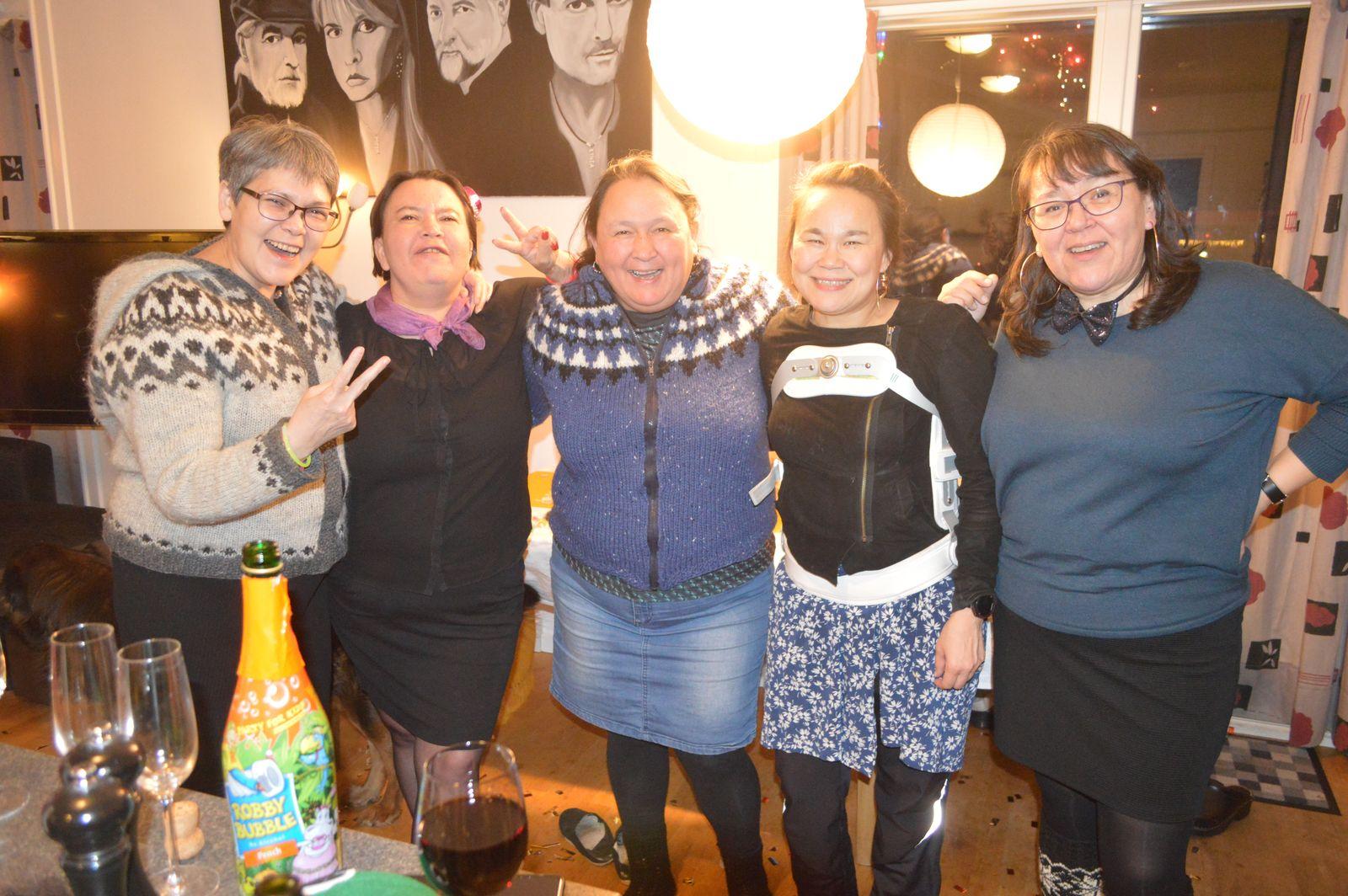 2020-01-01-0142_Anna-Hessler-Labansen-Bedste_1-Juliane-Burmeister-Maren-Mikkelsen-Lennert-Mina-Hessler-Isoboset